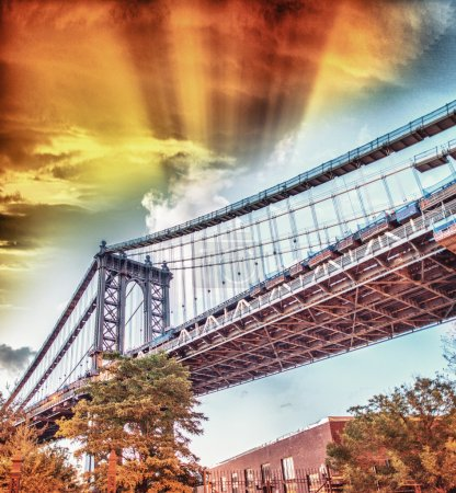 Colors of Manhattan Bridge at dusk