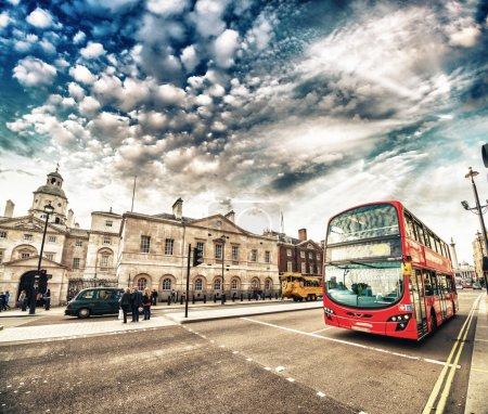 Bus à impériale dans les rues de Londres