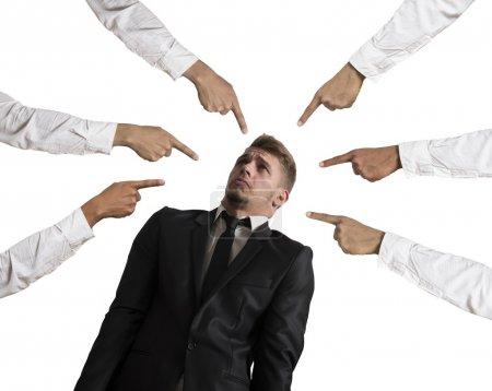 Photo pour Concept d'homme d'affaires accusé sur fond blanc - image libre de droit