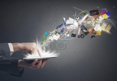 Photo pour Concept de créativité d'entreprise avec une tablette - image libre de droit