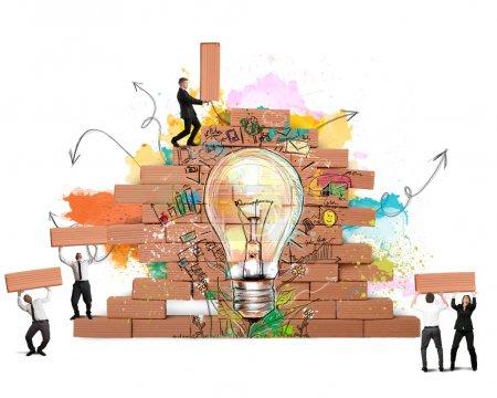 Photo pour Les gens d'affaires travaillent ensemble pour une nouvelle idée créative - image libre de droit
