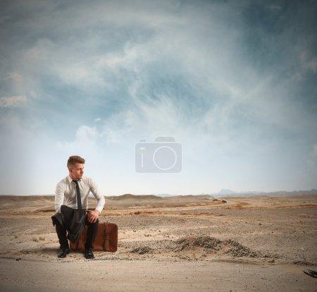 Photo pour Concept d'homme d'affaires licencié dans la rue - image libre de droit
