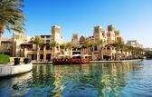 Dubai, Egyesült Arab Emírségek - szeptember 9.: kilátás a souk madinat jumeirah. őrült