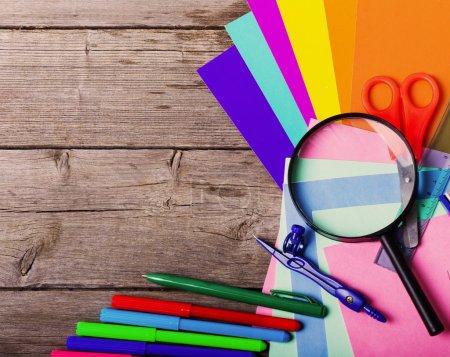 Photo pour Retour à la notion d'école sur fond en bois - image libre de droit