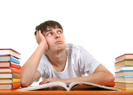 Photo pour Étudiant ennuyé sur le bureau de l'école sur le fond blanc - image libre de droit