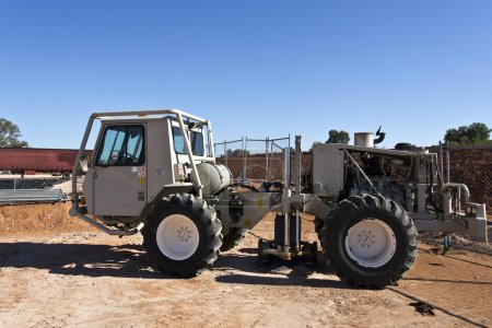 Mobile seismic buggy equipped with a vibrator at r...
