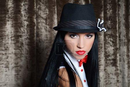 Photo pour Belle femme dans un style rétro - image libre de droit