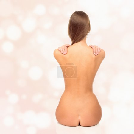 Photo pour Femme nue sur fond pastel - image libre de droit