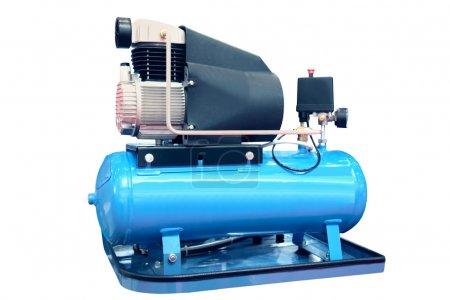 Photo pour Le compresseur d'air électrique isolé sur le blanc - image libre de droit