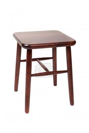 Photo pour Tabouret de bois brun à quatre pattes, isolé sur blanc - image libre de droit