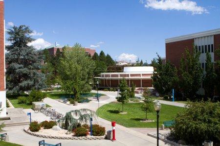 Photo pour Vue du campus de l'Université du Nevada à Reno, Nevada . - image libre de droit