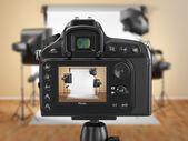 """Постер, картина, фотообои """"цифровой фотоаппарат в студии с softbox и вспышками."""""""