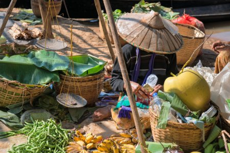 burmesischen traditionellen offenen Markt mit Gemüse