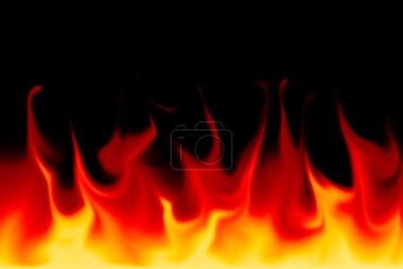 Photo pour Flammes sur fond noir - image libre de droit