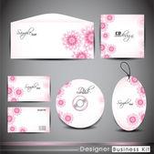 Professzionális vállalati-azonosság csomag vagy üzleti készlet virágos design a te dolgod tartalmaz cd-borító, névjegykártya, boríték és címkék. EPS 10