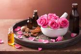 Lázně a aromaterapie s květy růže Malty a koření