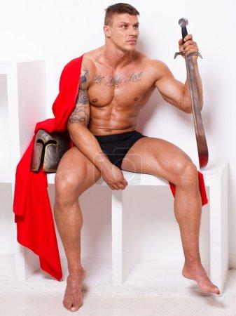 Photo pour Image de guerrier chaud en pantalon qui attend quelque chose - image libre de droit