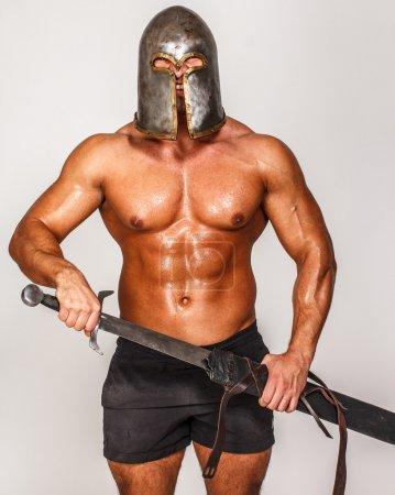 Photo pour Image de guerrier avec épée - image libre de droit