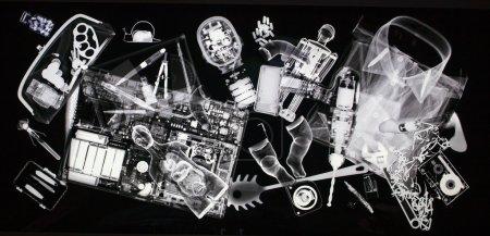 Photo pour Objet à l'intérieur d'un sac sous rayons X sur le contrôle de sécurité - image libre de droit