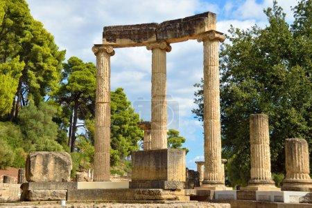 Photo pour Grèce Olympie, ruines antiques de l'important Philippeion à Olympie, berceau des Jeux Olympiques - site du patrimoine mondial de l'UNESCO - image libre de droit