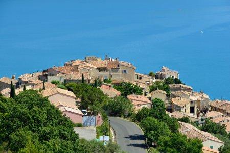 Photo pour Beau Village médiéval Sainte Croix du Verdon au bord du lac, Provence, France - image libre de droit
