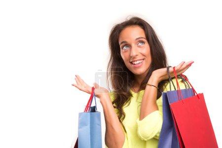 Photo pour Joyeux belle femme avec des sacs à provisions - image libre de droit