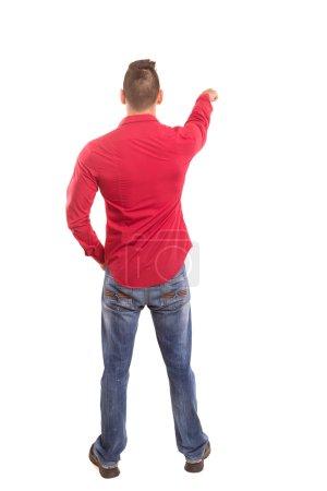 Photo pour Un jeune homme avec son dos tourné vers la caméra, pointant vers quelque chose - image libre de droit