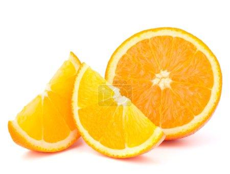 Photo pour Fruits orange la moitié et deux segments ou cantles isolé sur la découpe de fond blanc - image libre de droit