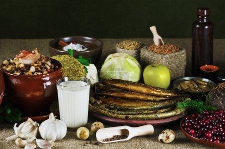 Photo pour Nature morte. produits alimentaires différents sur la table - image libre de droit