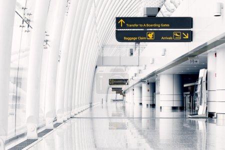 Photo pour Salle blanche à l'aéroport - architecture moderne - image libre de droit