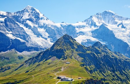 Photo pour Célèbre Mont jungfrau, dans les Alpes suisses - image libre de droit