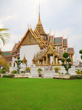 Photo pour Grand Palais et Temple du complexe de Bouddha Émeraude à Bangkok, Thaïlande - image libre de droit