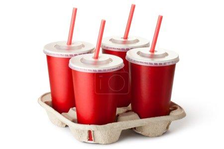 Photo pour Quatre tasses de Take Away rouges dans un porte-gobelet. isolé sur un blanc. - image libre de droit