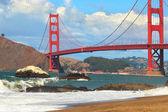 "Постер, картина, фотообои ""Посмотреть на мост Золотые ворота от пляжа Бейкер."""