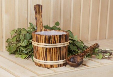 Photo pour Accessoires de sauna avec bouleau besom, close u - image libre de droit