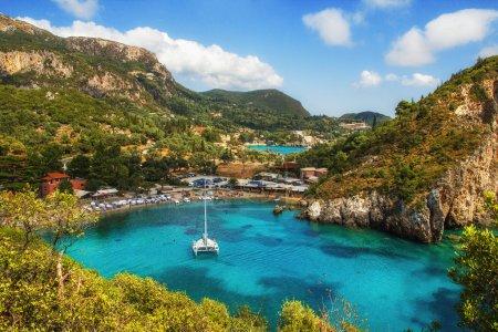 Photo pour Paleokastritsa bay, Corfou, Grèce - image libre de droit