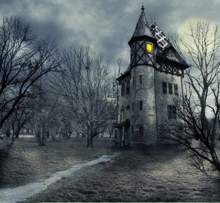 Photo pour Conception de Halloween avec maison hantée - image libre de droit