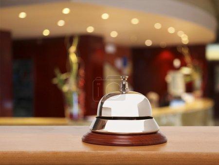 Photo pour Cloche de service à l'hôtel - image libre de droit