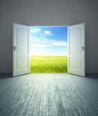 """Постер, картина, фотообои """"Белая пустая комната с открытой дверью"""""""
