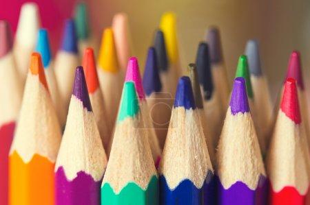 Photo pour Contexte macro du crayon comme un élément de design. closeup de crayons de couleur - image libre de droit