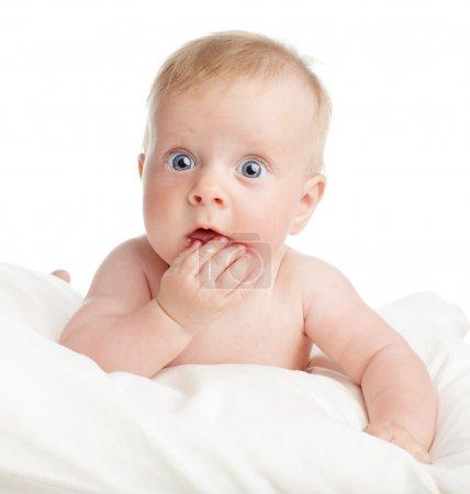 Photo pour Surpris bébé isolé sur blanc - image libre de droit