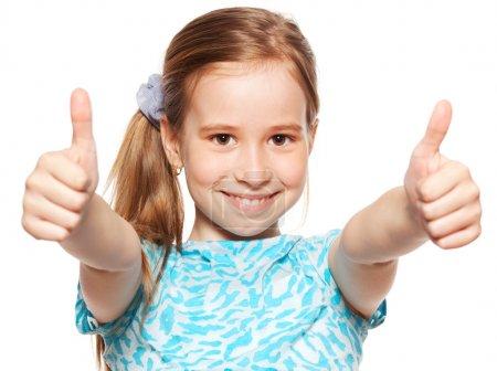 Foto de Chica feliz mostrando el pulgar hacia arriba. Felicidad niño mostrando signo bien - Imagen libre de derechos