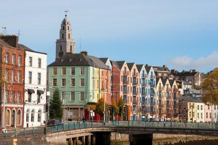 Photo pour St Patrick's Quay sur le canal nord de la rivière Lee. Cork, Irlande - image libre de droit