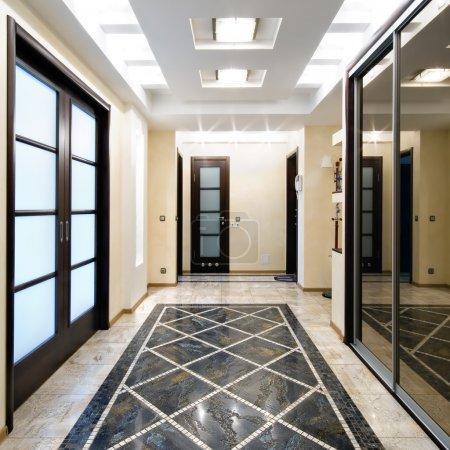Photo pour Hôtel de luxe dans un nouvel appartement - image libre de droit