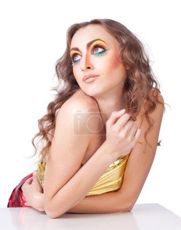 Photo pour Mannequin femme avec beauté lumineux maquillage sur blanc - image libre de droit
