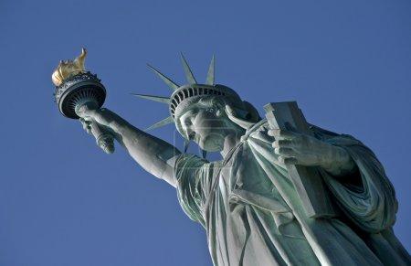 Photo pour Statue de la Liberté sur la rivière Hudson à New York . - image libre de droit