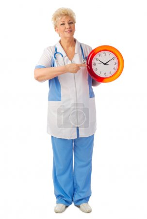 Enfermera madura con reloj