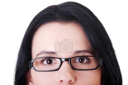 Photo pour Visage de femme avec des lunettes. découper. isolé sur blanc. - image libre de droit