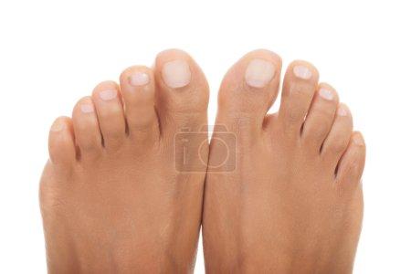 Photo pour Beaux pieds de femme - près des orteils - image libre de droit