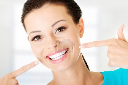 Photo pour Woman showing her perfect straight white teeth. - image libre de droit